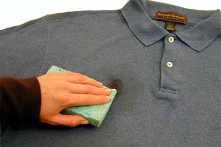 Чем отстирать машинное масло с одежды в домашних условиях: удаляем пятно с куртки, джинс
