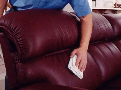 Чем почистить диван от засаленности и старых пятен самостоятельно
