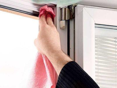Как помыть уплотнитель и оконную фурнитуру