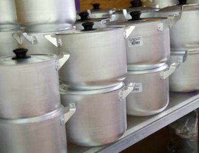 Народные методы чистки сильной грязи на поверхности алюминиевых изделий