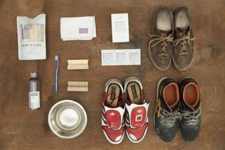 Подготовка к чистке обуви из замши фото
