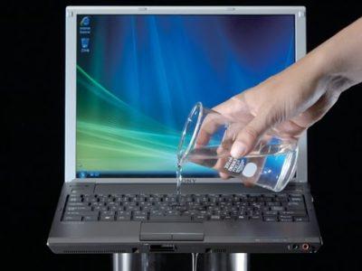 Чем протирать экран ноутбука, монитора компьютера в домашних условиях без разводов