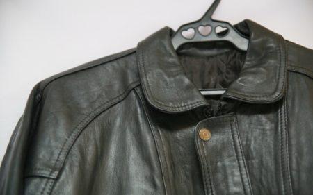 Как разгладить куртку из кожзаменителя в домашних условиях?