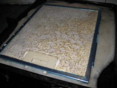 Как очистить вытяжку на кухне от жира и копоти в домашних условиях народными средствами