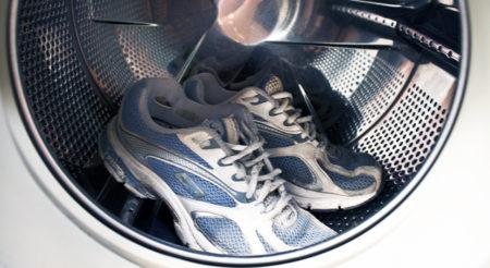 Как подготовить текстильную обувь к машинной стирке?